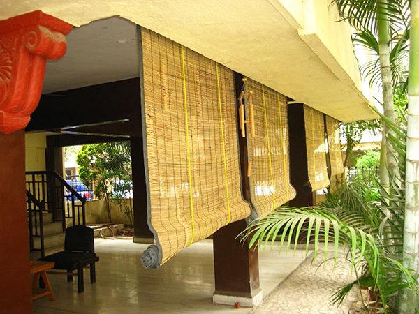 Бамбуковые шторы выполняют декоративную функцию