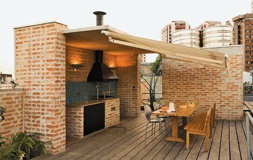 Беседка-кухня может располагаться не только на загородном участке, но и на крыше многоквартирного дома
