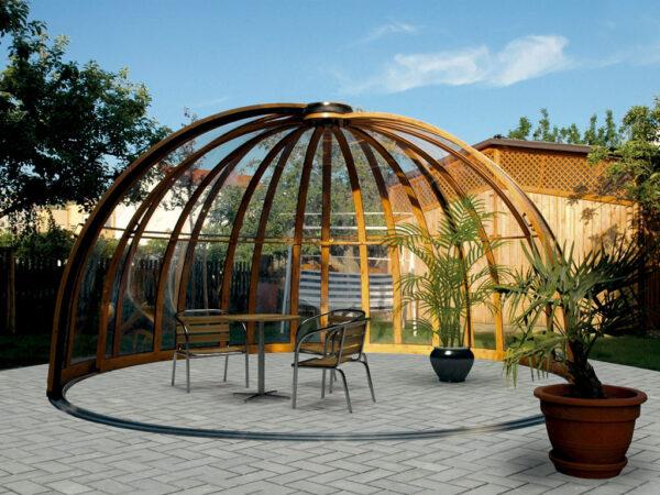 Беседка-купол со сдвижной стенкой и направляющим профилем в основании