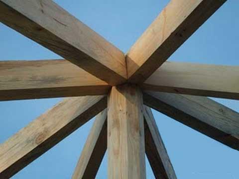Большее количество стропильных балок для многоугольного здания