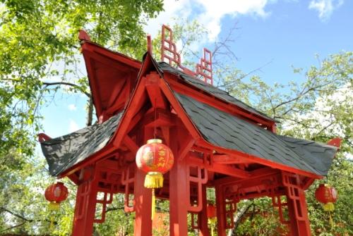 Бумажные фонарики – неотъемлемый атрибут садового интерьера в Китае