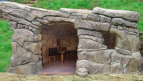 Декор каменной беседки под природную пещеру считается высшим уровнем мастерства среди профессионалов.