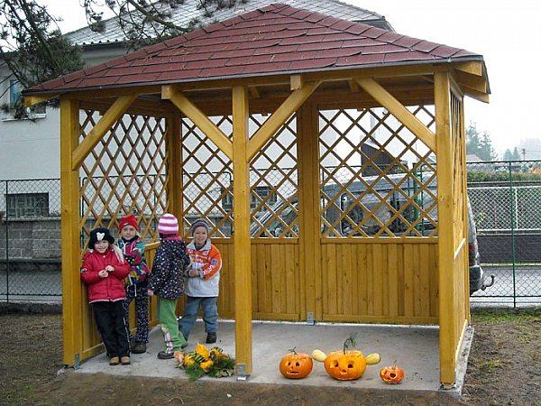 Деревянная беседка в детский сад