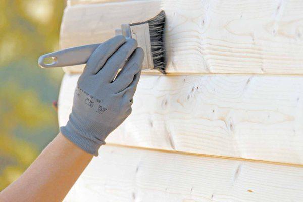 Деревянные детали нужно защитить с помощью специальных составов