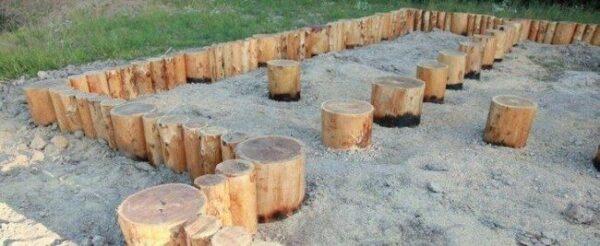 Деревянные сваи.