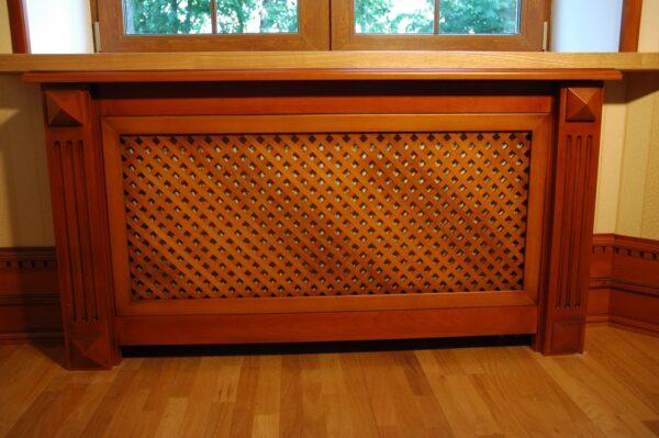 Деревянный короб для радиатора выглядит роскошно.