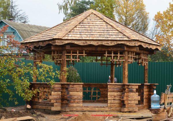Для постройки садового укрытия нужно заранее разработать дизайн