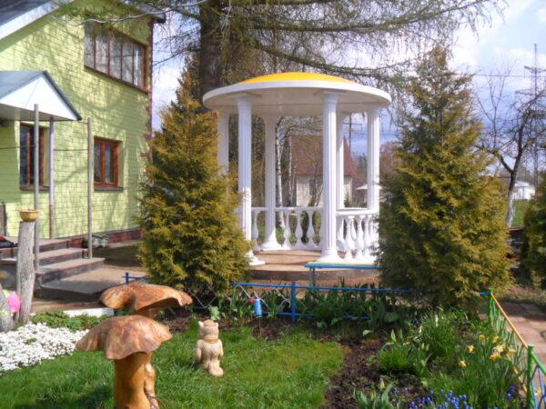 Если нет желания строить своими руками, ротонду можно купить, правда обойдется такая беседка не дешевле 200 тыс. рублей