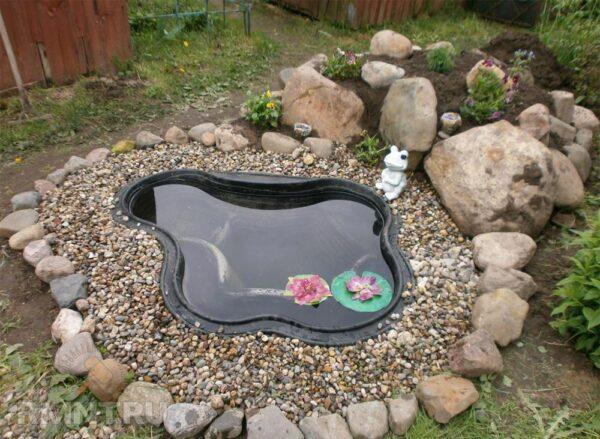 Пластиковый декоративный пруд