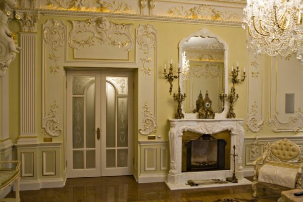 Лепнина - это не элемент декора для жилого помещения
