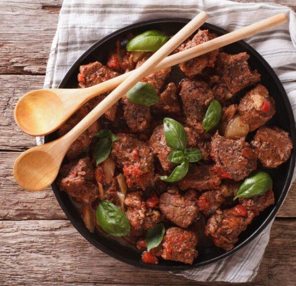 Мясо с базиликом