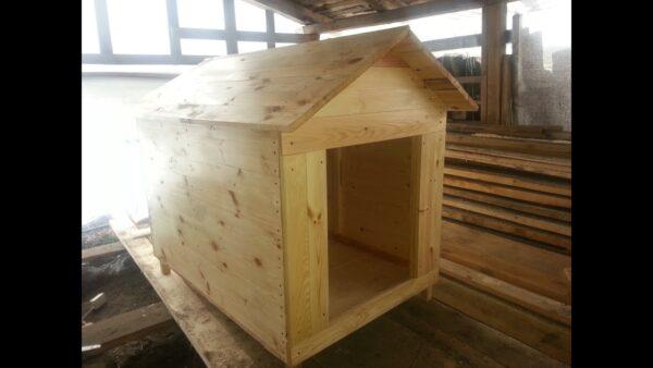 Деревянная будка отлично подходит для крупных пород собак