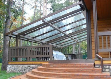Фото односкатной конструкции из поликарбоната