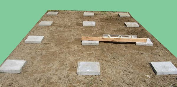 Фундамент необходим при высоких грунтовых водах, зыбкой почве для всех таких стационарных построек.