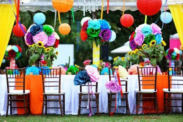 Украшаем нашу беседку для праздника с помощью бумажных цветов, лент японских фонариков