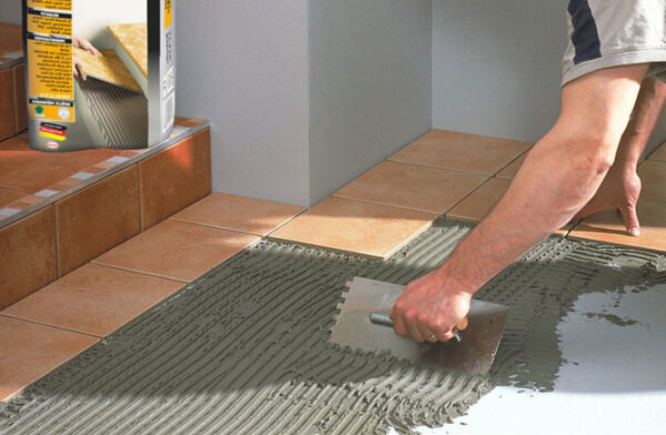 Укладываем керамическую плитку на пол