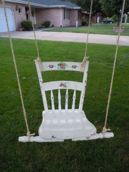 Качели из старого стульчика
