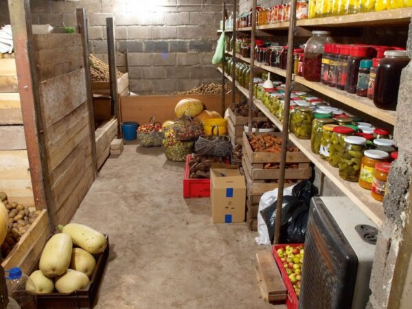 Погреб для хранения продуктов и консервации