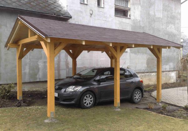 Деревянный навес с крышей из металлочерепицы
