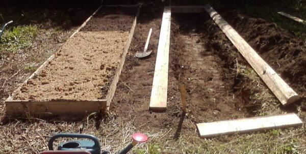 Грядки с дренажным составом из опилок, песка и перегноя