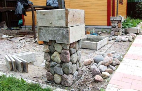 Камень нужно вымывать от раствора пока он окончательно не застыл.