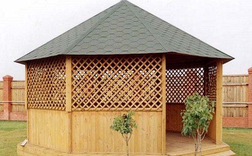 Красивая беседка с шатровой крышей