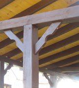 Крепление бруса верхнего узла на промежуточном столбе