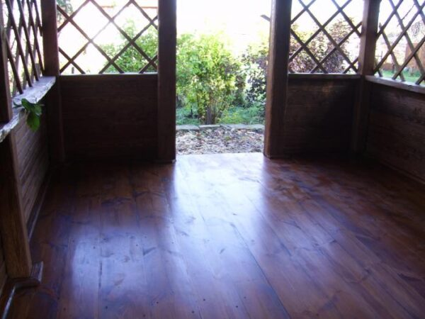 Лакированный деревянный пол