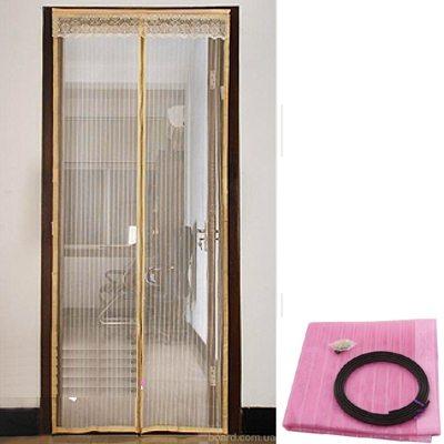 Магнитную сетку для дверей можно установить на входе в беседку.