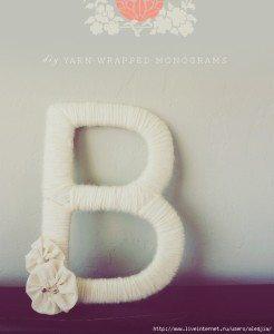 Фото готовой буквы, выполненной из картона, ваты и шерстяных нитей