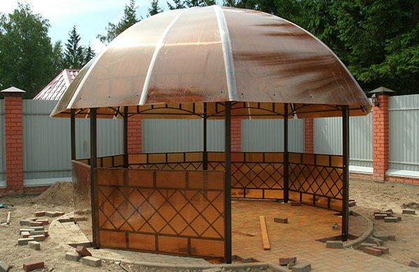 На фото - благодаря свойствам материала крыша может иметь практически любую форму