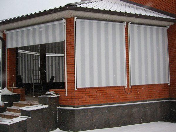 На фото – наружные рулонные шторы