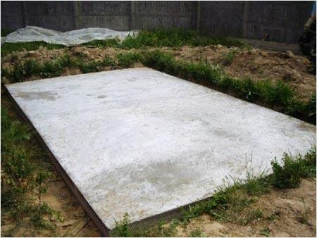 На фото показан заглубленный плитный фундамент