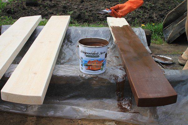 На фото показаны доски, которые могут быть использованы для изготовления стола