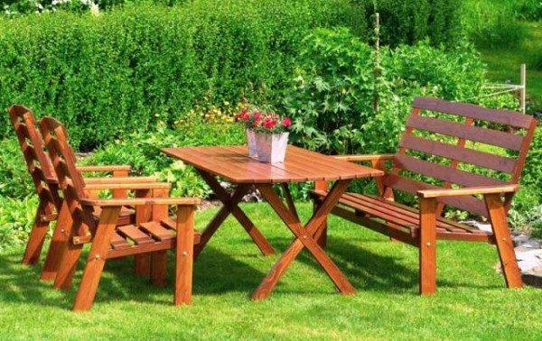 Набор мебели для беседки из дерева.