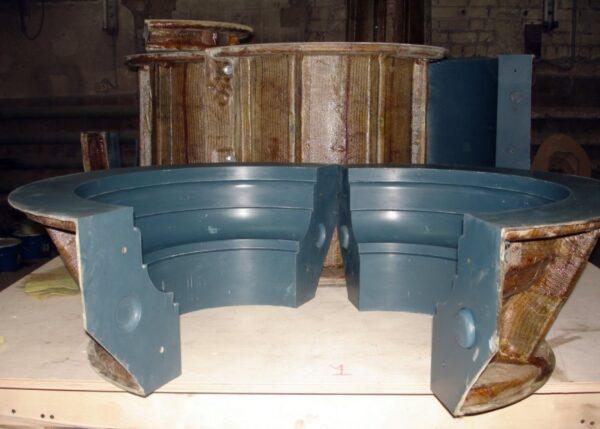 Несъемная одноразовая опалубка, выполненная из композитных материалов, позволяет упростить и ускорить процесс строительства колонн
