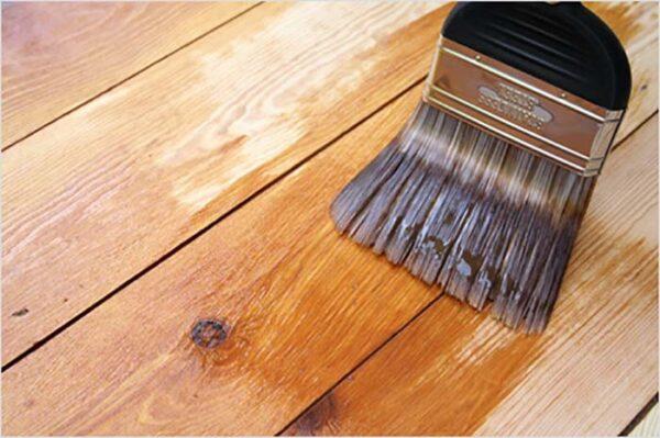 Обработка древесины антисептиком — важный процесс по увеличению её эксплуатационного срока