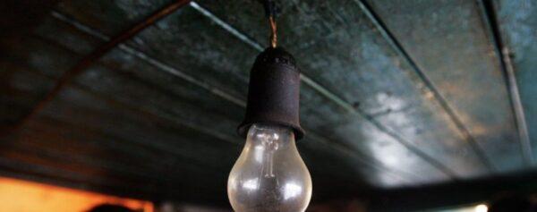 Одинокая лампочка под потолком беседки сейчас уже мало кого устраивает.