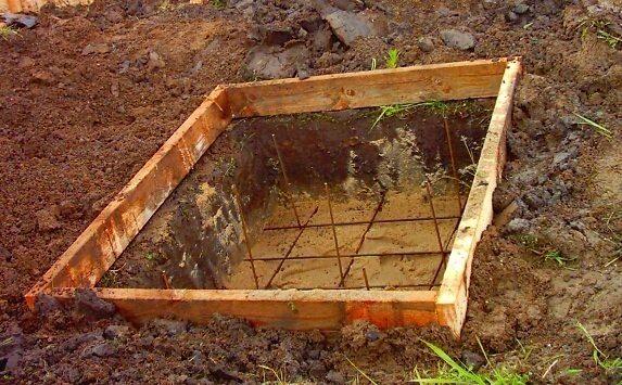 Опалубка и армирование под бетонное основание мангала