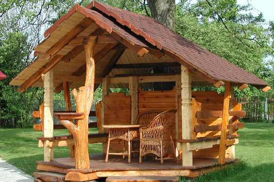 Оригинальная конструкция для отдыха из дерева