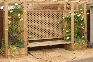 Пергола с вьющимися растениями отгородит место на участке, где будет построена беседка для сада своими руками.