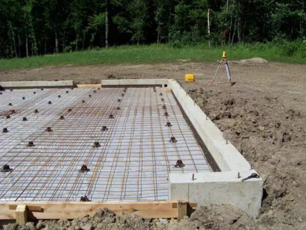 Первоначально под фундамент укладывалась гидро- и теплоизоляция.