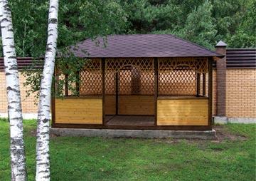 Постройка должна быть защищена от ветра забором или другой преградой.