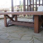 Пример деревянного стола для беседки