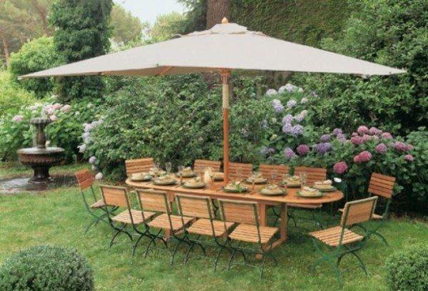 Простой вариант, который хорошо защитит от солнца и дождя небольшую компанию