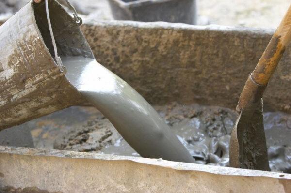 Раствора понадобится немного, поэтому можно обойтись без бетономешалки