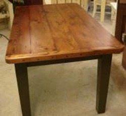 Самый обычный деревянный стол