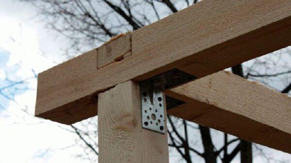 Сборка верхней обвязки выполняется также, как и крепление нижней обвязки