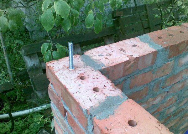 Шпилька для установки деревянного столбика