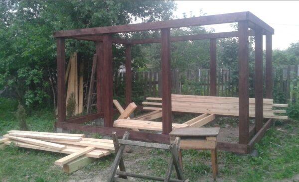 Строительство из дерева — несущий каркас собран и можно приступать к сборке крыши